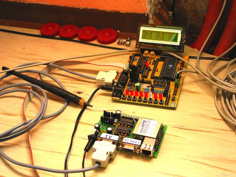 AVR Protoboard (STK200) + RS-232 auf WLAN (WiPort).jpg
